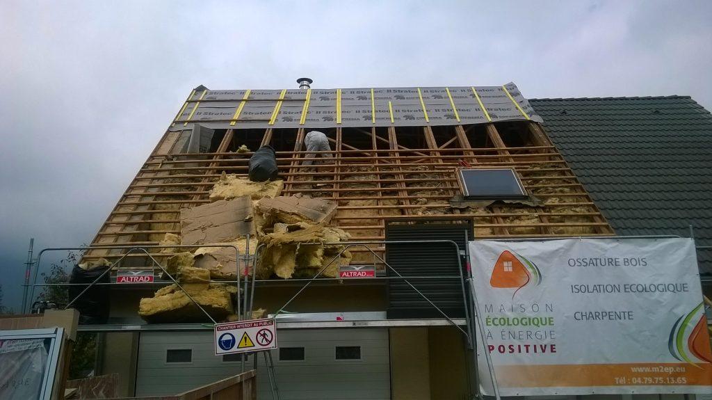 Isolation toiture / maison écologique à énergie positive / M2EP